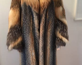 Vintage red cross fox fur coat size m \ manteau de renard croisé grandeur medium