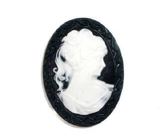 Cameo bust resin woman oval 41x30mm black and white