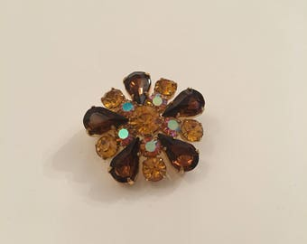 Vintage gold tone brooch with amber / brown stones