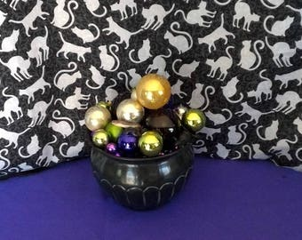 Cauldron Centerpiece with onament bubbles Vintage,purple,black,gold, silver and green.Halloween