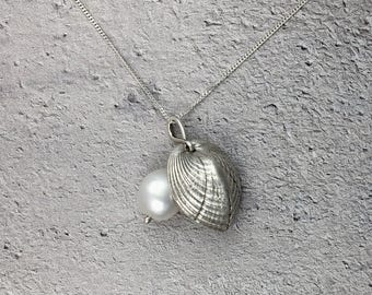 Cockle Shell & Pearl Reversible Pendant