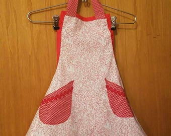 Valentine apron for little girl. Sz 7/8.