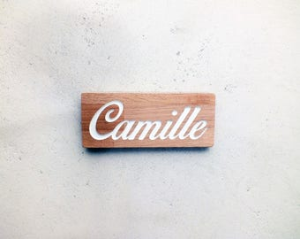 Customizable wooden doorplate with engraved name for kid's bedroom