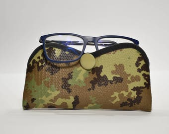 Camouflage glasses Holder