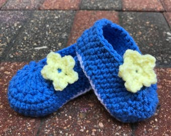 Baby Flower Booties, Blue Baby Booties, Baby Crib Shoes, Baby Gift Under 20, Crochet Baby Booties, Baby Shower Gift, Baby Coming Home Outfit
