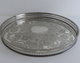 Vintage round Silver Plated Galleried Tray (EI12)