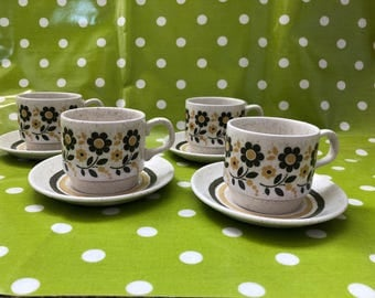 1970s vintage biltons Daisy set of 4 teacups and saucers