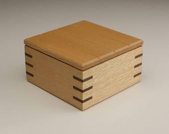 keepsake / trinket box