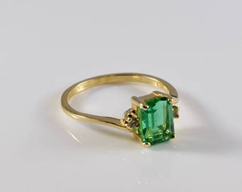 Vintage 14K Yellow Gold Diamond and Emerald Ring Size 7 3/4