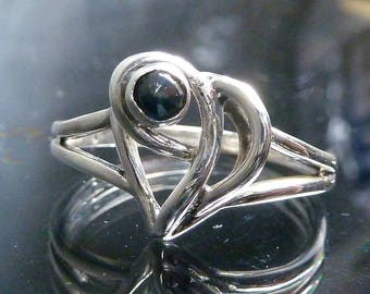 Vintage Modernist Blue Sapphire Swirl Ring Waves Heart Beat Faceted 1/4 ct gemstone 40's 50's size 7