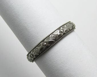 Flower Daisy Milgained edge Ring Engraved floral pattern Stackable Sterling Silver Ring sz 5 1/2 Oxidized Black