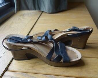 1970s Style Black Strappy Leather Platform Stacked Heels Sandals Modern US Size 10 Euro 40 Pin Up Rockabilly Viva Las Vegas