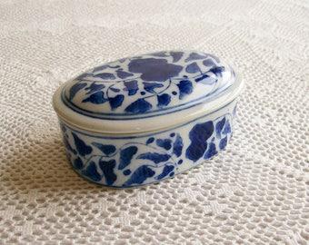 Vintage Porcelain Box Blue & White Chinoiserie Design for Bath Dresser Keepsake Lidded Container