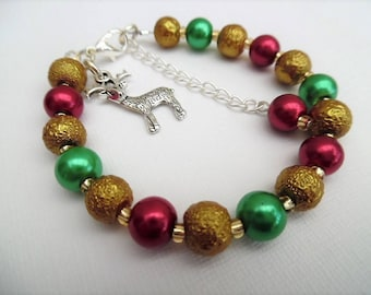Christmas Charm Bracelet, Pearl Bracelet Reindeer Charm, Red Gold Green Christmas Colours, Contemporary Christmas, Jewelry Gift for Her