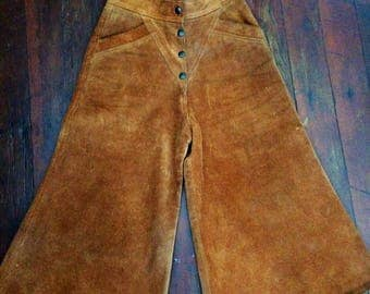 AMAZING womens vintage 1970's suede/leather collates/capris or pants. Size Small (6)