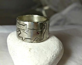 Carved silver Cat Ring,  sterling and sapphire Cat Band,  rustic  band , primitive cat ring, Chunky silver Gemstone ring