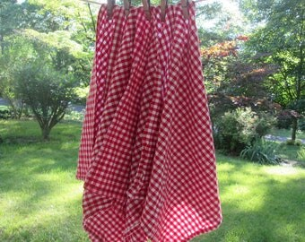 Four Vintage Woven Gingham Napkins - Red and White Checked Napkins - Picnic Napkins - Summer Dining
