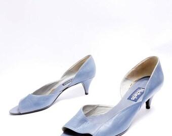 Summer Sale Size 8 1/2B // Vintage Blue Grey Cut Out Side // Open Toe Mid Heel // 80s Leather Pumps // 108