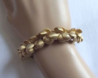Vintage Bracelet Signed Crown Trifari Gold Metal S Beads Textured Chunky