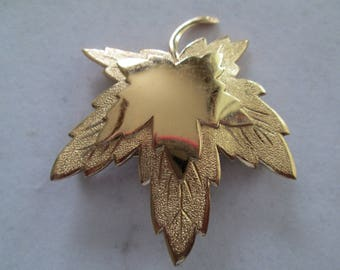 Monet gold stacked Maple leaf Brooch pin