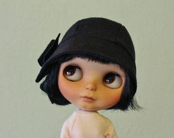 ON SALE Cloche hat for Blythe black