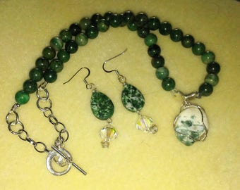 Green stone necklace and earrings.