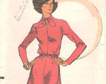 Vogue 8988 1970s Misses  Flared Dress Pattern Keyhole Neckline Very Easy Womens Vintage Sewing Pattern Size 12 Bust 34