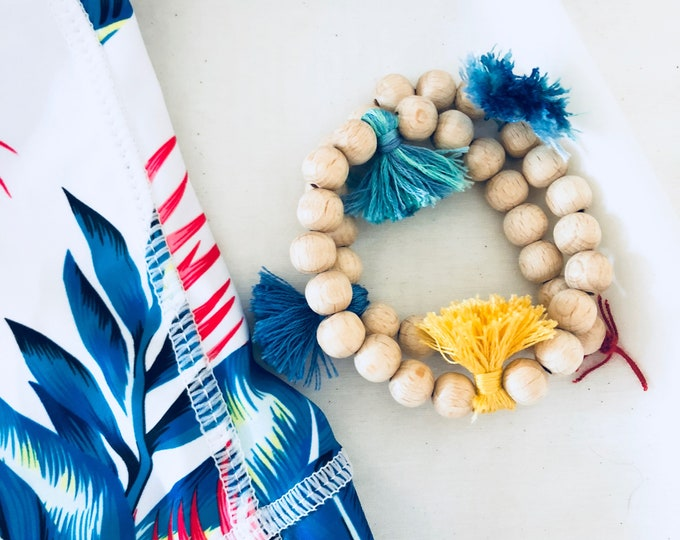 Double Pompoms and wood bracelet Surf life style