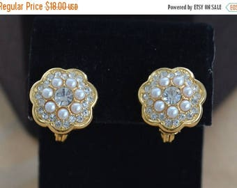On sale Pretty Vintage Faux Pearl, Rhinestone Floral Clip Earrings, Gold tone (AF9)
