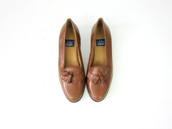 Vintage 90s Brown Leather Selby Shoes Tassles Short Heels Preppy Fringed Slip on Flats Loafers Moccasins Womens Size 8