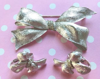 Beautiful Vintage Silvertone & Rhinestone Crown Trifari Brushed Silver Ribbon Bow Brooch and Earrings Set NOS New Old Stock