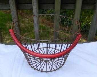 vintage wire basket, egg basket, farm market basket, rustic, farm, kitchen decor, storage