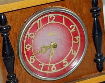 vintage WORKING  clock, home decor, cool vintage, UA