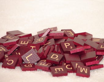 100 Vintage 1989 Mahogany/Burgundy Wooden Scrabble Tiles and 4 Wooden Racks