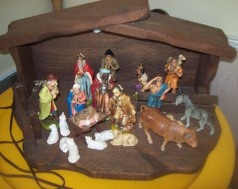 Wooden Christmas Manger Creche Nativity Set With 10 People and 11 Animals