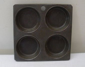 Vintage 4 Section Muffin Tin