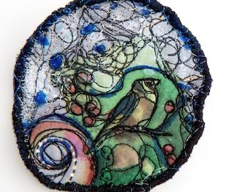 Bird fiber art brooch – Handmade felt Brooch with Digital Silk Print – Free motion embroidered art brooch pin designed in France / Paris