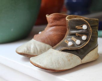 Antique Baby High Top Brown Shoes Kid leather Infant Doll Button Booties VINTAGE by Plantdreaming