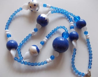 NECKLACE WITH HAND PAINTED IN SHADES OF BLUE