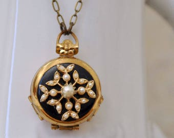 VINTAGE FIND 4 picture frames vintage gold plated coro folded locket necklace, long brass chain