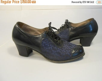 Anniversary Sale 35% Off Summertime Sass - Vintage 1940s WW2 Navy Leather & Mesh Lace Up Oxfords Shoes - 6C