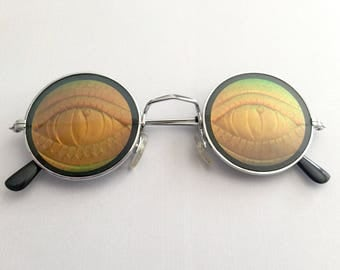 Vintage 90s Lizard Eyes Hologram Novelty Sunglasses - Round Silver Frames