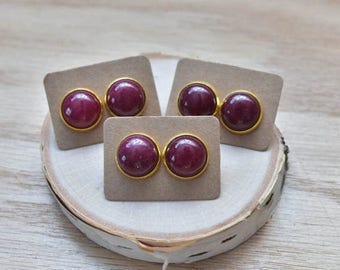 20% EARRING STUD SALE Gold Round Red Jade Bezel 14mm Stud Earrings/ Dark Red Wine Large Round Cabochon Gold Studs/ Natural Stone Gemstone Mi