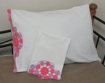 Vintage Hand Crocheted Pink and Lavender Floral Medallion Pillow Case Set Pair Cutter