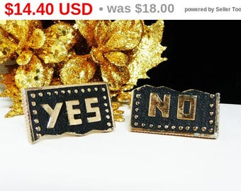 Spring Fling Sale Vintage Mens CuffLinks - Yes No Cuff Links in Black and Goldtone - Mod Era Mens Jewelry