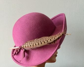 VTG~1940'S Ladies~Mauve Hat With Feathers Wide Brim