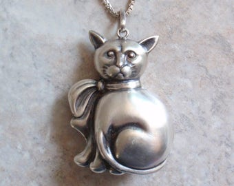 Sterling Cat Necklace Handsome Puffy Kitty Large Figural 24 Inch Chain Vintage V0783