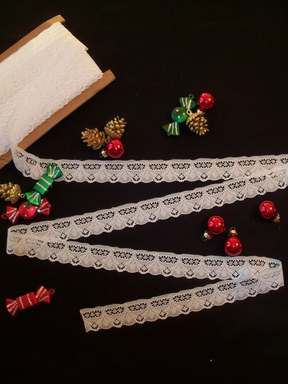 5 Yards of Scalloped White Lace / Holiday Trims for  Doll Clothes