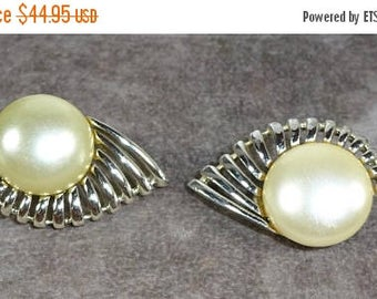 """25% Off Vintage SARAH Coventry """"PEARL FLIGHT"""" From August 1957 Silver toned Faux Pearl"""