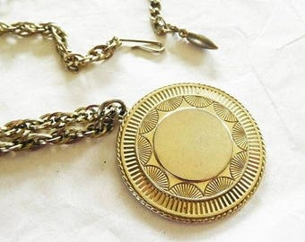 Vintage Round Sunburst pendant Pegasus COROroun triple link gold chain Modern Chic 22 inch
